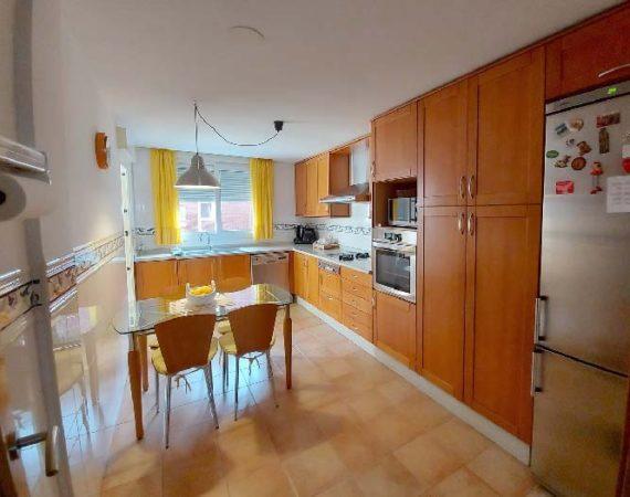 Amplia cocina de piso en Xàtiva