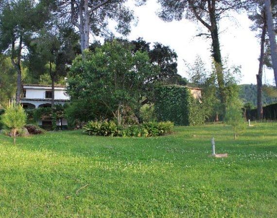 Chalet con jardín